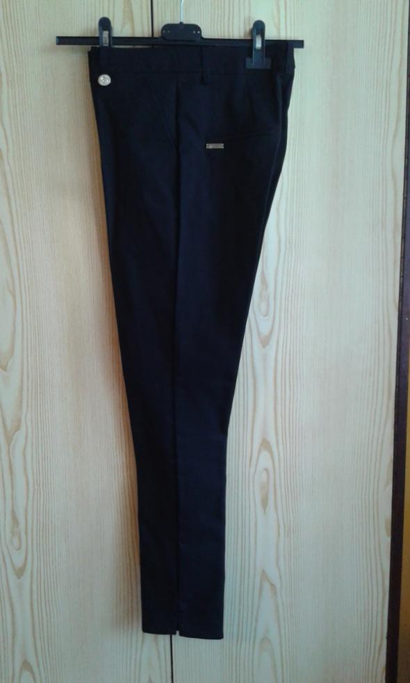 Czarne spodnie cygaretki XS 34