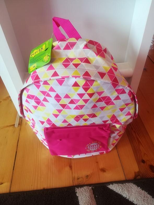 Nowy plecak w kolorowe geometryczne wzory