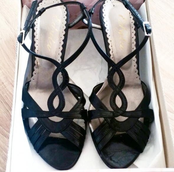 Czarne sandalki na slupku klasyka must have