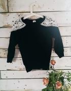 czarny sweter z koronką...