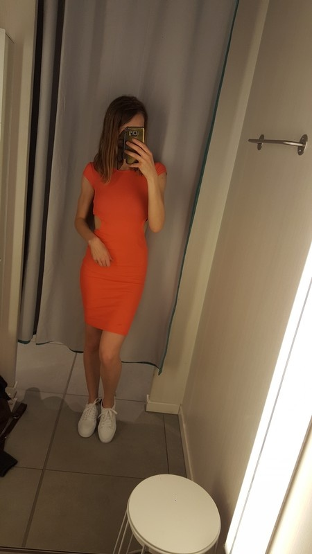 Nowa sukienka prazkowany material z wycieciami boohoo s