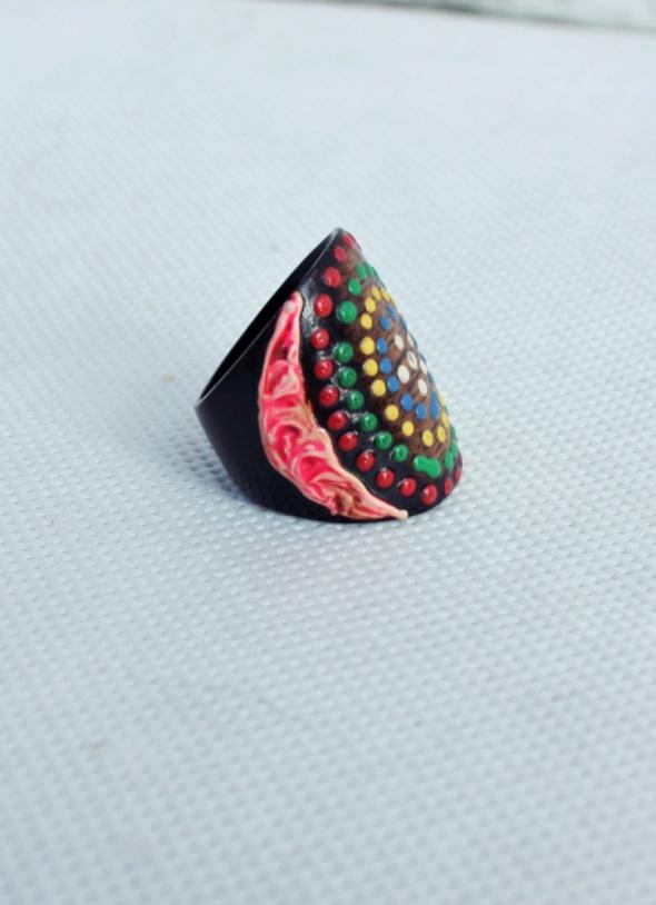 Drewniany kolorowy pierścionek boho