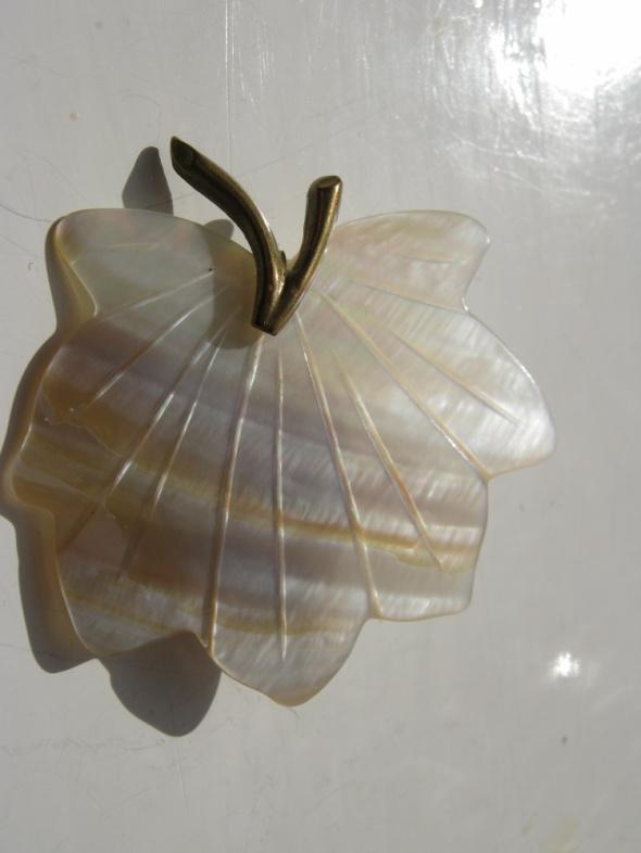 Liść z masy perłowej
