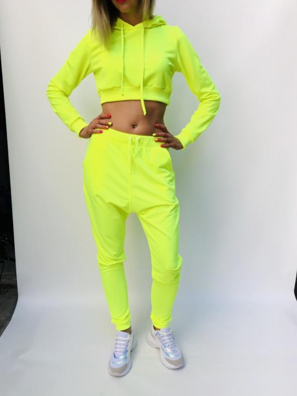 neonowy żółty jaskrawy koplet bluza spodnie z niskim krowkiem
