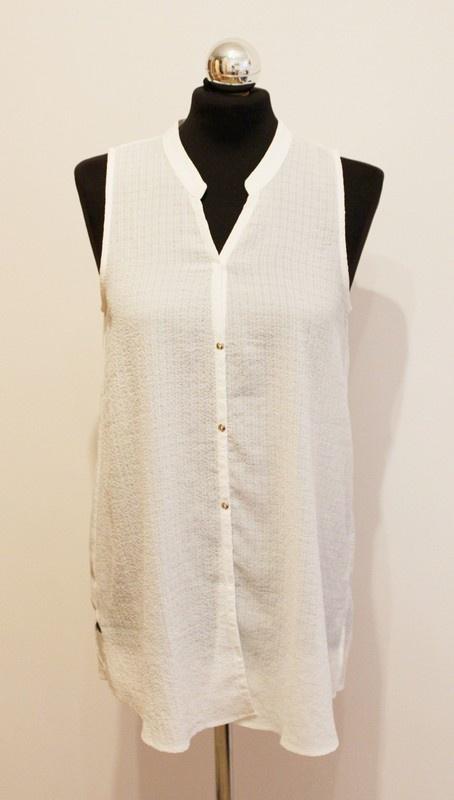 biała bluzka na guziki mango