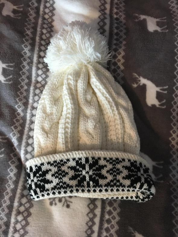 czapka zimowa biała