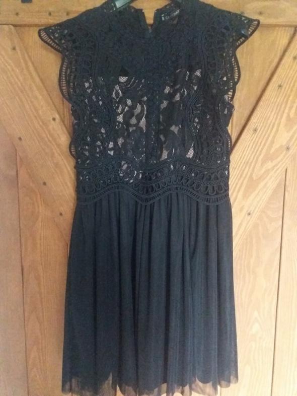Świetna sukienka z koronką