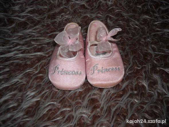 Śliczne balerinki dla małej damy
