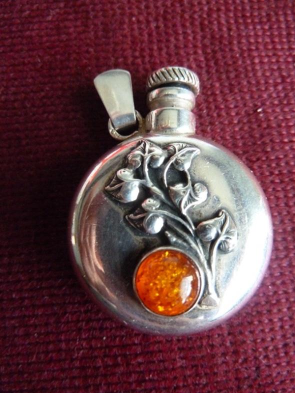 amfora butelka srebro i bursztyn