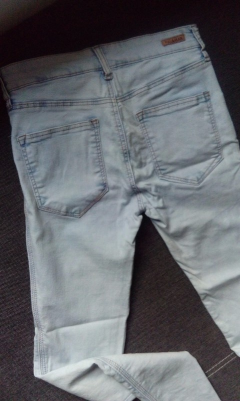 Spodnie pull and bear jasne