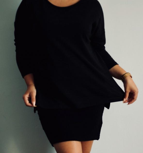 Czarna bluzka z rozcięciami po bokach