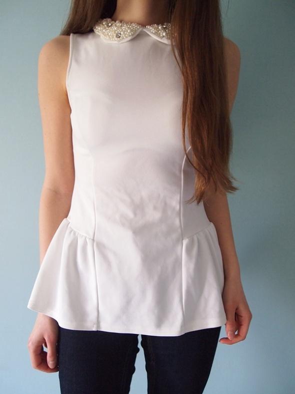 Biała bluzka z baskinką Atmosphere 36 S baskinka