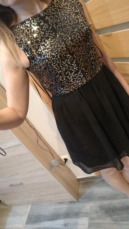Sukienka ze złotymi cekinami