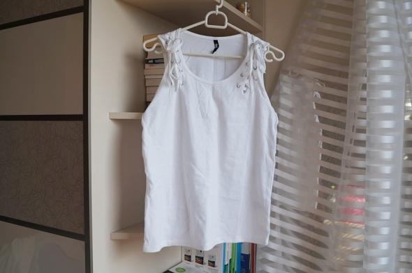 Nowa biała koszulka z wiązaniem Sinsay S