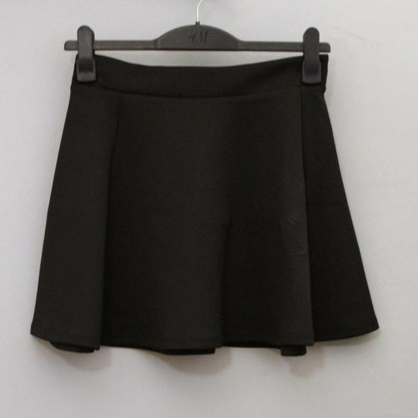 Spódnice Stradivarius czarna spódnica rozkloszowana z koła L 40 z metką