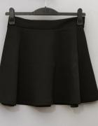 Stradivarius czarna spódnica rozkloszowana z koła L 40 z metką...