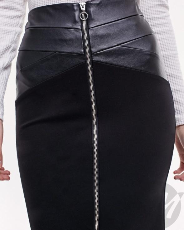 Stradivarius czarna ołówkowa spódnica skóra zamek 38 M