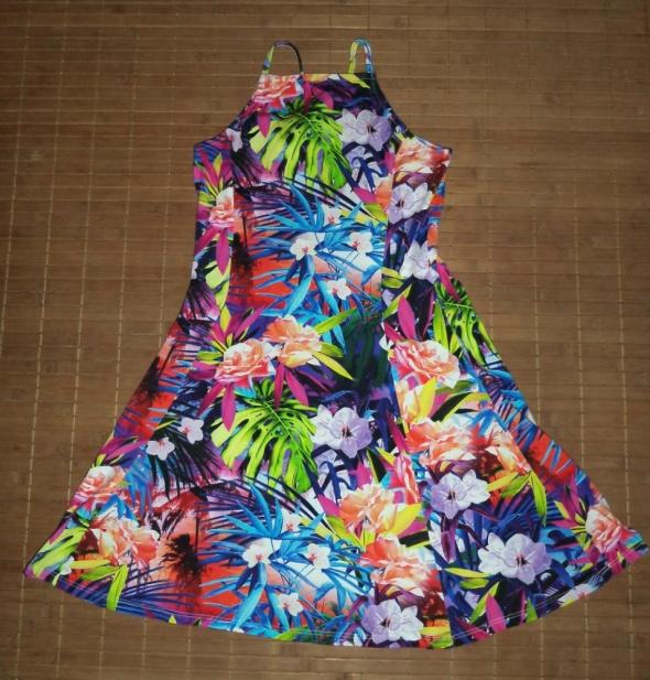 Sukienka wzór tropikalny