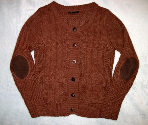 Sweterek z łatami