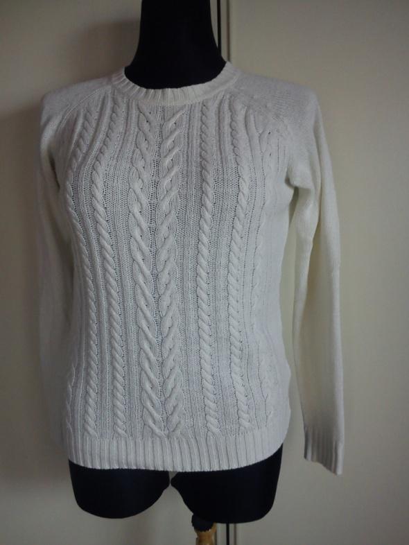 Swetry Kremowy sweterek z warkoczami