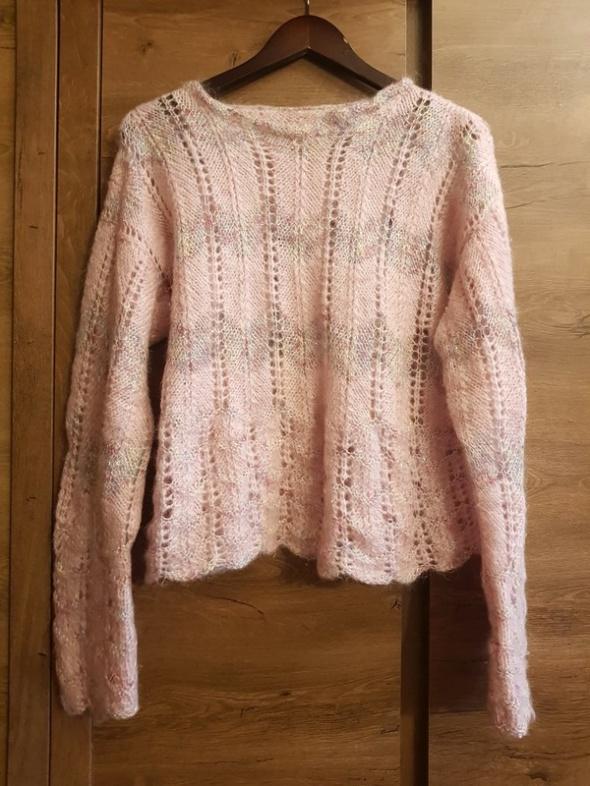Swetry nowy sweterek w pastelowym kolorze ze złotą nitką pudrowy róż