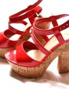 Czerwone sandałki na korku 37...