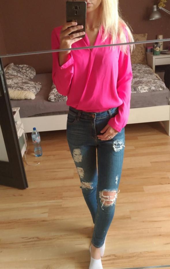 różowa kopertowa koszula