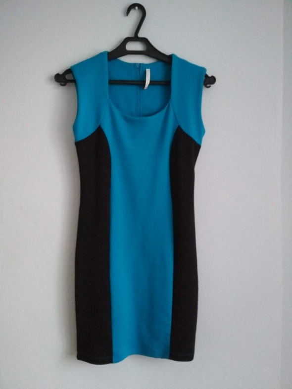 dopasowana sukienka niebieska
