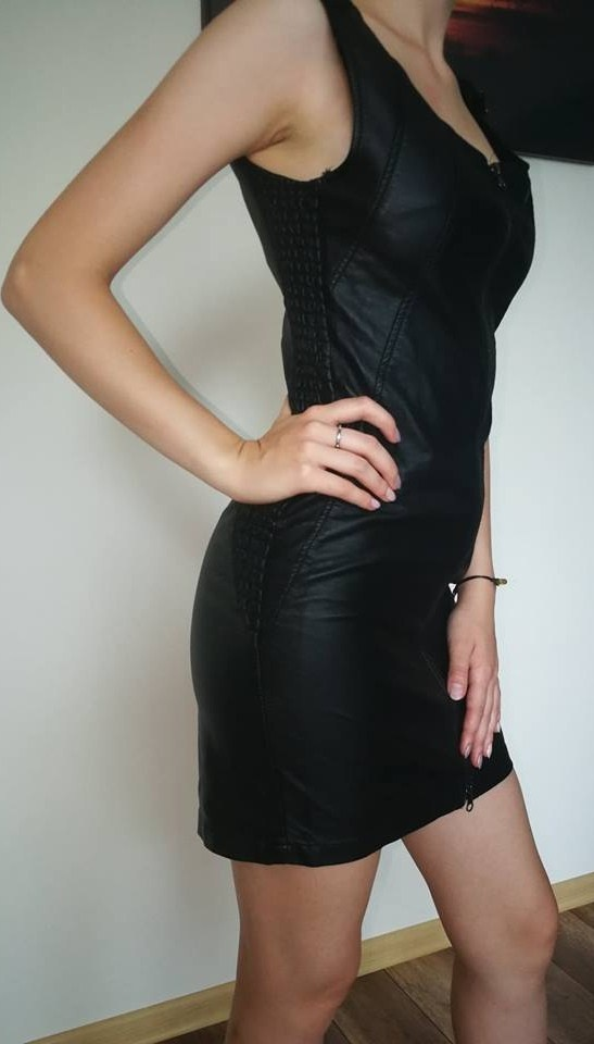 skórzana dopasowana sukienka xss