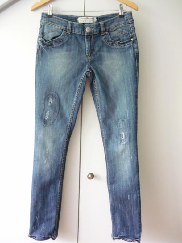 Spodnie jeansy z dziurami M C&A...