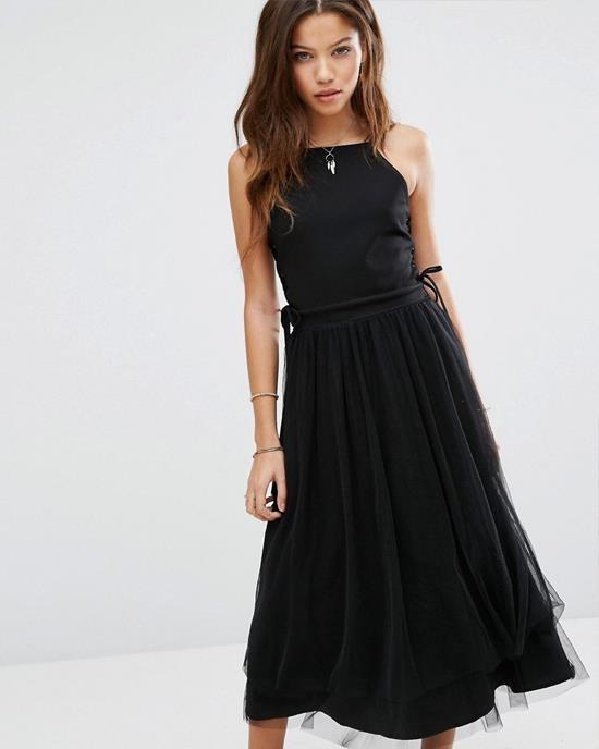 nowa piękna czarna sukienka z wiązaniem gorsetowym po bokach...