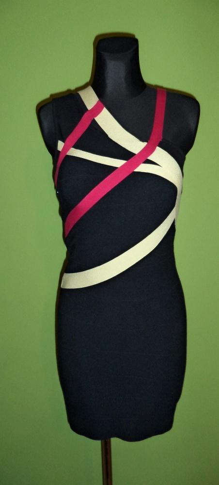 Czarna sukienka bandażowa...