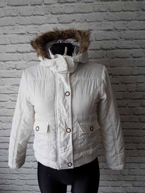 Biała kurtka dziewczęca 152