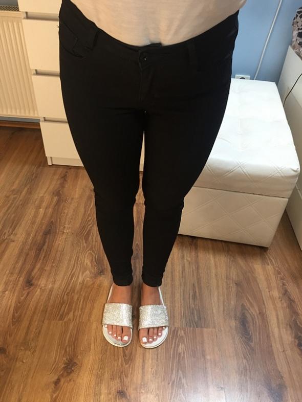 Czarne spodnie rurki XS S