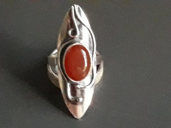 Srebrny pierścionek z karneolem