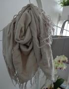 chusta szal vero moda szara beżowa frędzle błyszcząca srebrna srebrny