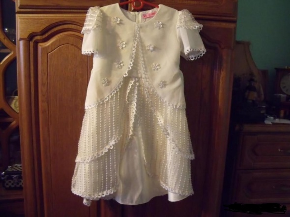 Kremowa suknia 128