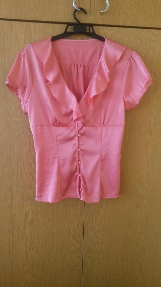 Różowa bluzka z falbanką L...