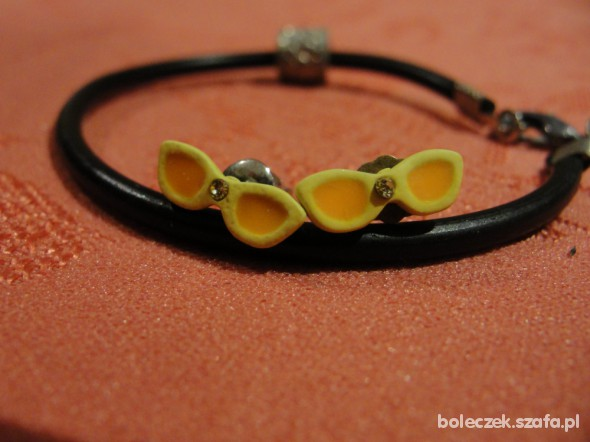 Żółte kolczyki okulary