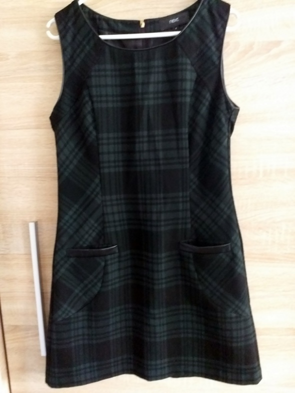 Sukienka w kratę Next 36