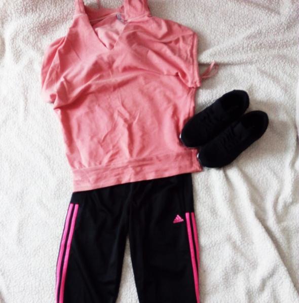 Różowa bluzka Fishbone z kapturem...