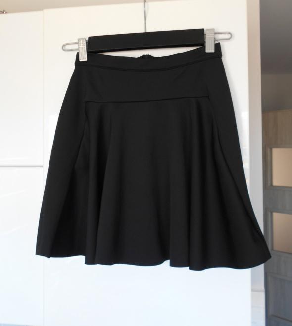Pieces Vero Moda czarna spódniczka piankowa rozkloszowana...