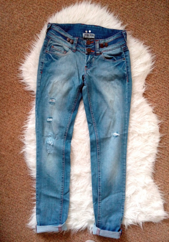 Nowe spodnie Jeansy Bershka...