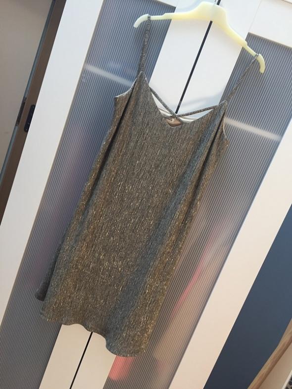 Złota sukienka na ramiączkach dekolt L