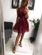 Bordowa sukienka koronkowa