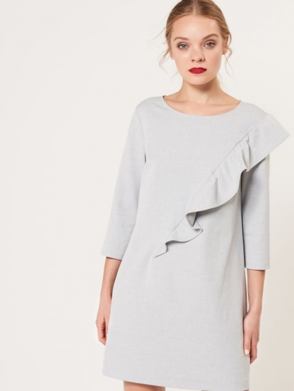 Sukienka z asymetryczną falbaną