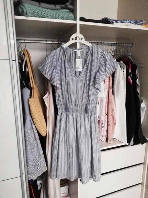 H&M nowa z metką sukienka z falbankami lat 2019...