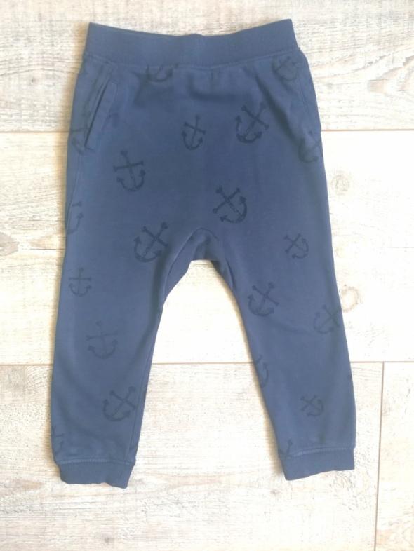 Dresowe spodnie H&M rozmiar 98...