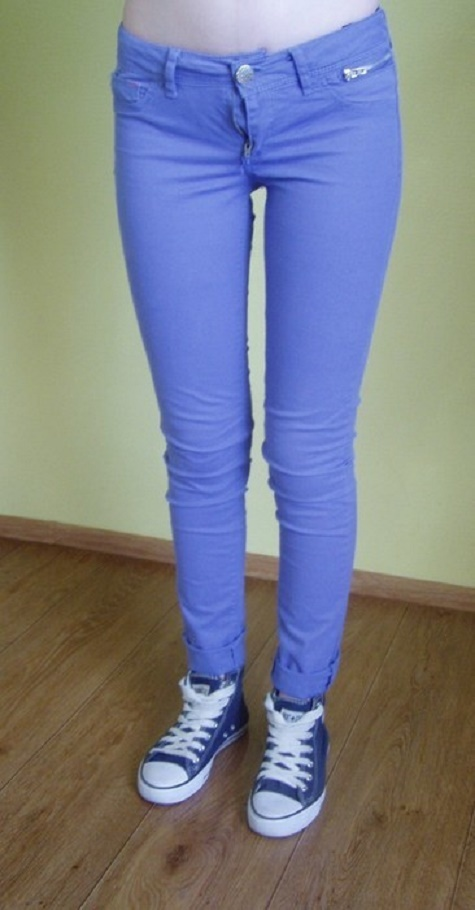 fioletowe spodnie rurki