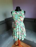 Rozkloszowana sukienka AX PARIS...